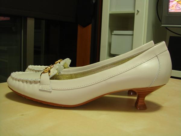 白色低跟鞋(側面)