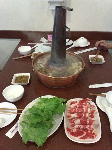 「老舅的家鄉味」著名的酸菜白肉鍋
