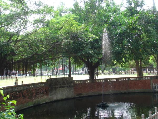 孔廟外噴水池