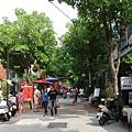 孔廟對面的商店街