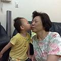 給奶奶一個kiss