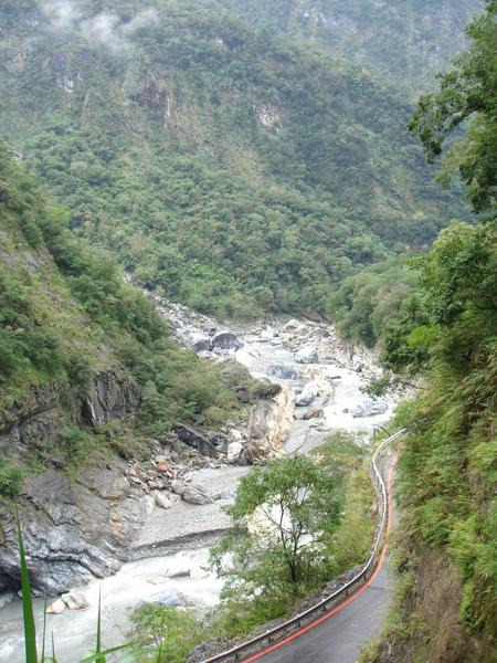 綠水合流步道往下看的景色