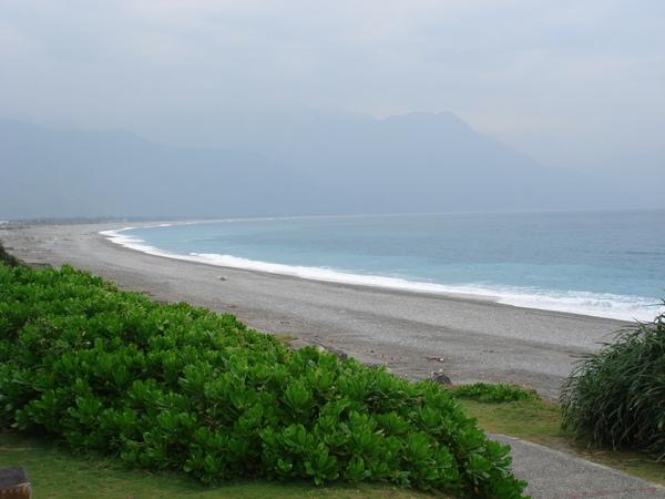 自行車道旁的海景