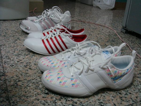 一週內買了三雙新布鞋
