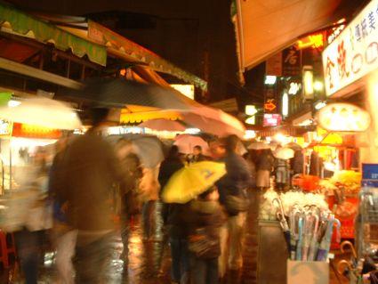 師大夜市洶湧的人潮