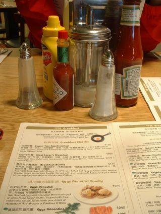 樂子桌上的瓶瓶罐罐