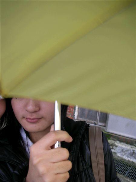 臭小巫 拿雨傘檔人家ˋ  ˊ