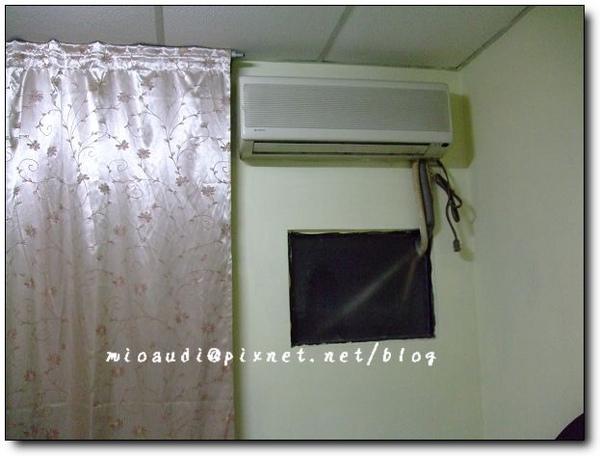 醜醜的冷氣窗.jpg