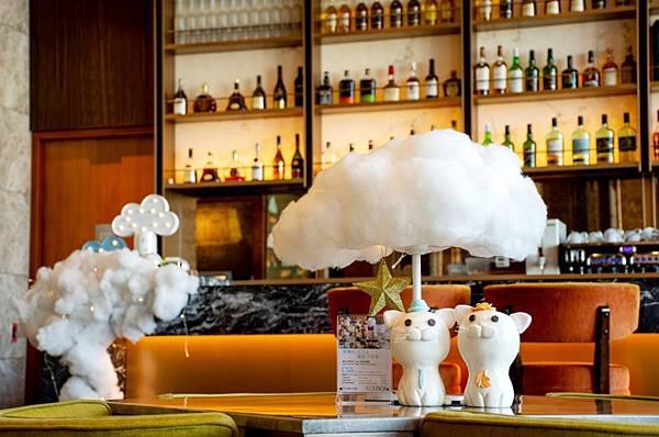 六福萬怡7樓酒吧雲朵燈佈置_200303_0005.jpg