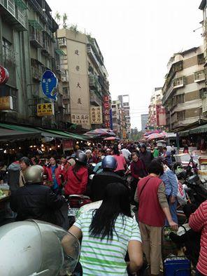 清明前夕的濱江市場