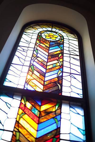 教堂內彩繪玻璃.jpg