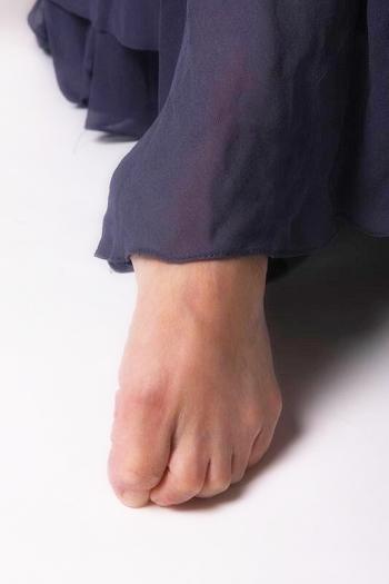 這腳背...像隻烏龜?