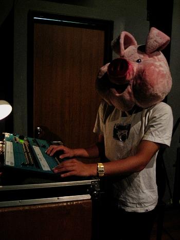 戴著豬頭的燈光設計