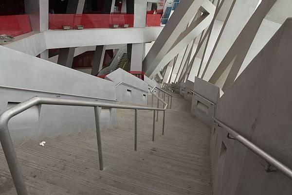 鳥巢樓梯.JPG