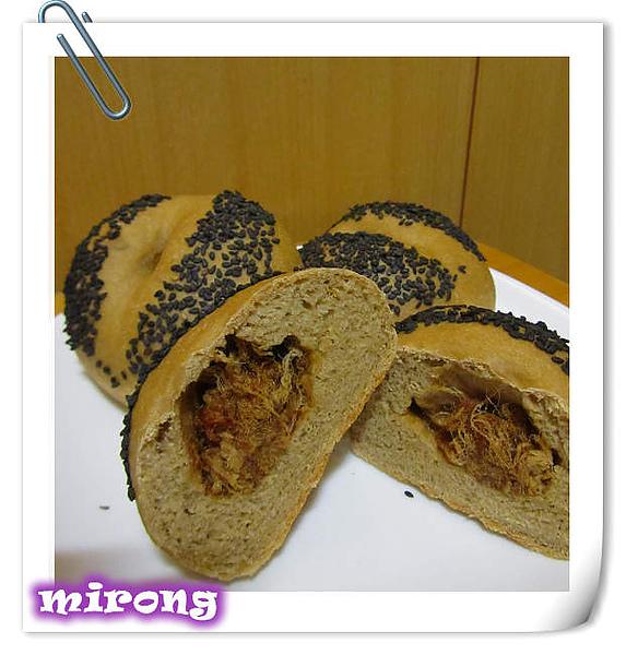 芝麻肉鬆餐包-1.jpg