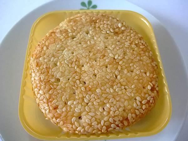 blog 宜蘭美食 台灣五鐙餅:芋泥奶黃口味2.JPG