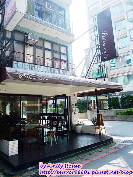 blog 1010304 Pillow Cafe23