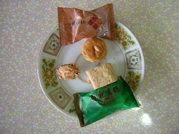 聖祖食品 原味貢糖 扁蟹酥 芋頭一口酥1.JPG