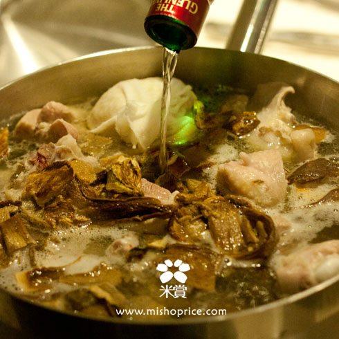 20111220 暖胃補冬(二)-酒香牛肝菌糙米雞湯 (7).jpg