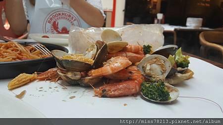 台北市大安區食尚玩家推薦○布魯克海鮮餐廳Brookhurst Seafood Bar|海鮮控必吃不停嘴的美式麻辣海鮮美食 醬汁實在是太誘人了!