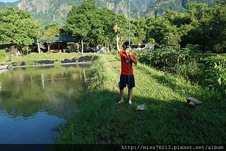 推薦台東露營的地方綺麗歌詩露營園區金剛山下消暑露營體驗射箭、釣魚、划船、玩溪水