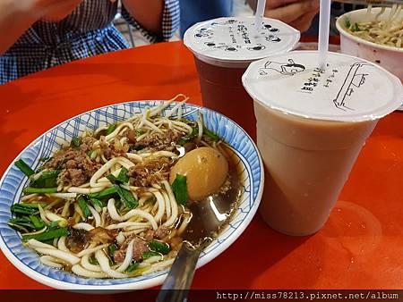 台東市區推薦必去景點IG人氣打卡豐源國小榕樹下米苔目藍蜻蜓速食專賣店好好吃