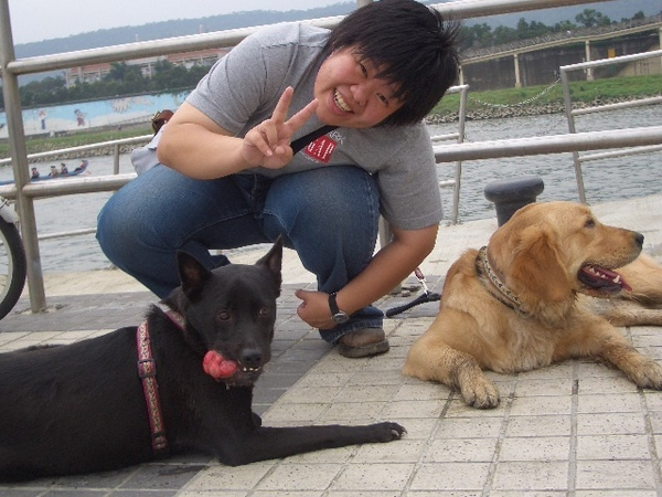 Apr. 23th, 2006 河濱公園賽狗划龍舟