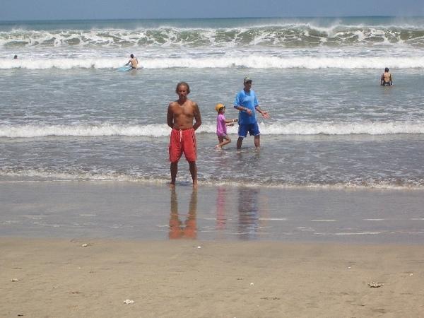 Kuta Beach 的阿兜仔怪老伯