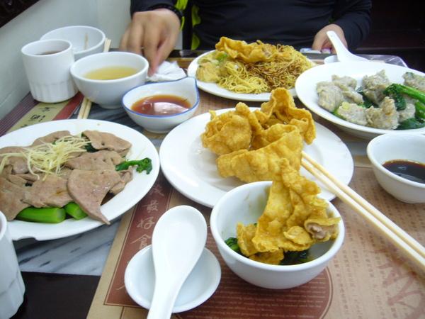 滿滿滿滿一桌菜