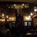 很棒的餐廳,還有傳統民謠彈奏喔