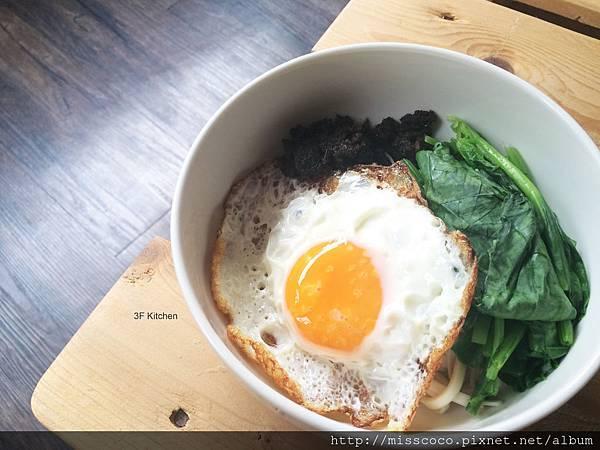 20150427_香椿菇菇醬拌麵佐荷包蛋燙菠菜