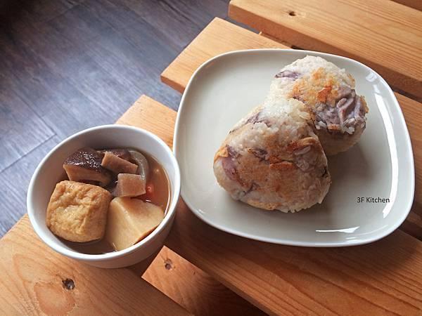 20151012_芋頭香菇油豆腐炊飯飯糰+筑前煮.jpg