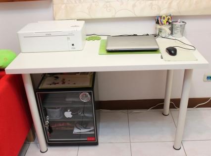 IMG_7636 IKEA VIKA AMON書桌+VIKA CURRY桌腳(599+75x4=899)