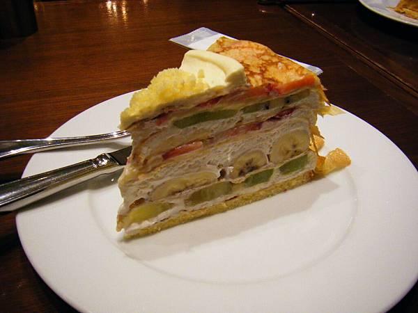 700元日幣的千層水果蛋糕