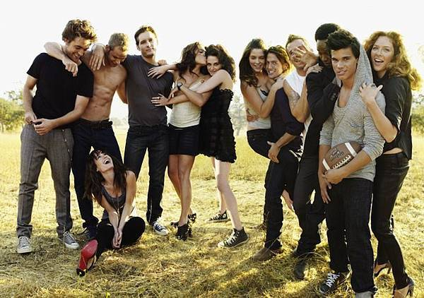 New-Old-Outtakes-of-the-Twilight-Cast-for-Vanity-Fair-HQ-Detagged-ashley-greene-portable