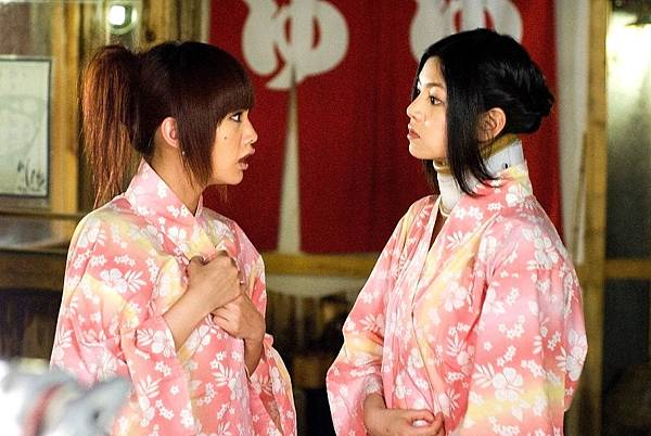 陳妍希帶護頸套