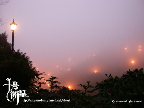 001白霧中的金瓜石.jpg