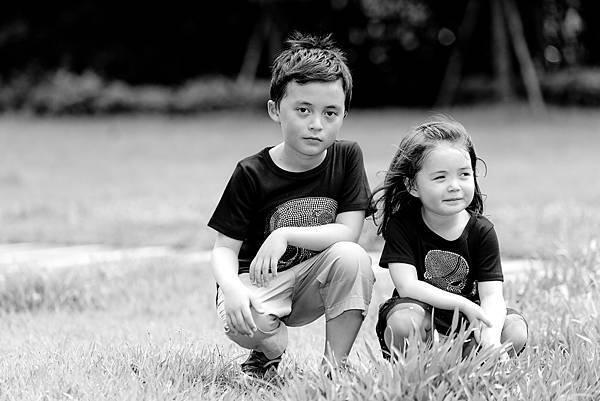 全家福照-外拍-草地-黑白