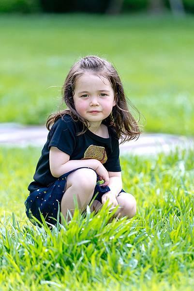3歲-女生-外拍-草地