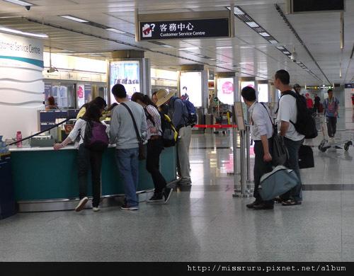 0411-機場快線旁可取網路訂票的櫃台