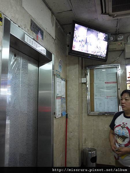 0411-電梯往民宿-左為老闆娘