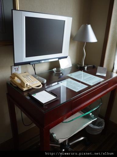 0413 砲台山麗東酒店書桌