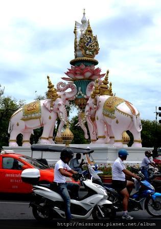 大皇宮-路口的大象