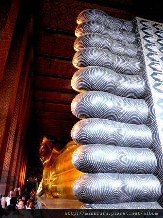 臥佛寺-大臥佛與遊客頭