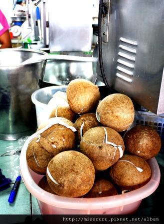 學泰國料理-即將編變成椰奶原料椰粉的椰子