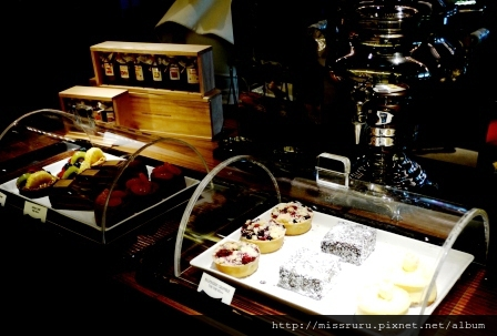 ERAWAN下午茶-入口處看來頗為可口的甜點
