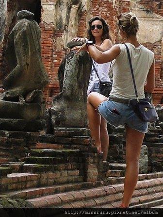 Ayutthaya-對佛像不敬的外國妞