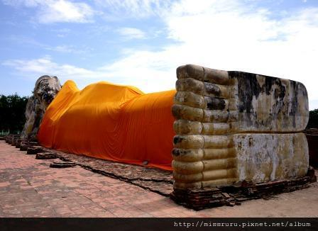 Ayutthaya-wat lokayasutha臥佛