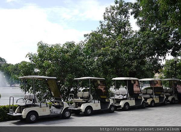 邦芭茵夏宮-租高爾夫球車400B