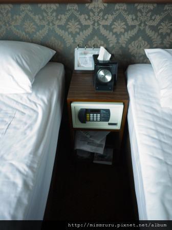 華麗海景酒店-保險箱鬧鐘吹風機紙拖鞋都在這